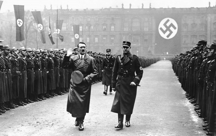 Upacara yang dihadiri Adolf Hitler